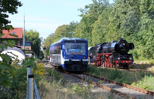 Zugkreuzung mit NEB-Triebwagen
