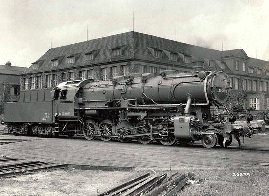 Einheitslok 50 2866 ÜK, Fabriknummer 11922, auf der Drehscheibe in Wildau 1942
