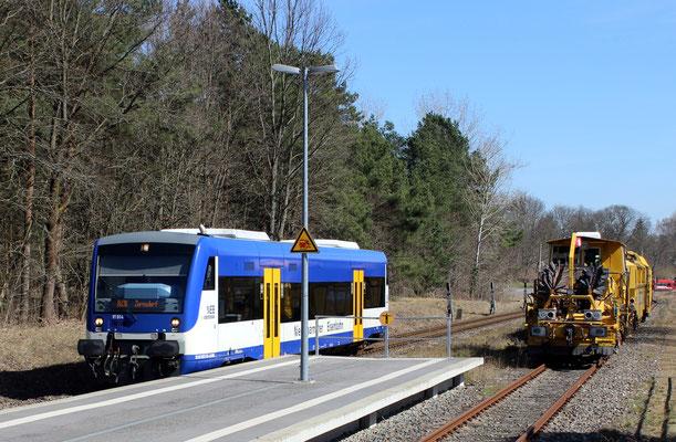 07.04.2018: Gleisbaumaschinen der Firma Hartung-Bau, Fulda und NEB 014