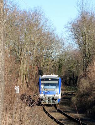 24.02.2019: NEB VT 014 am östlichen Einfahrtsignal Bhf Zernsdorf