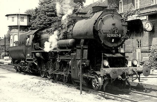 1979: Lok 52 8079 im Bahnhof Storkow