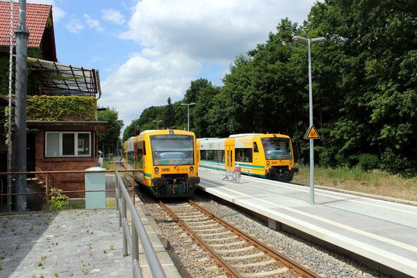 17.06.2014: Planmäßige Zugkreuzung zweier ODEG Regio Shuttle am neuen Bahnsteig