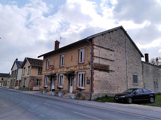 Auberive : café-restaurant de la Place
