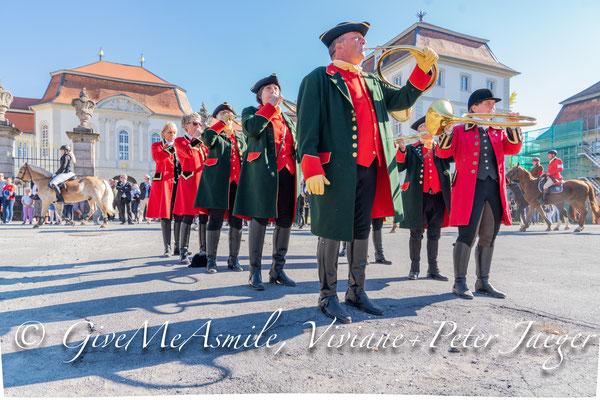 13.10.2018 - 2 Meuten Schleppjagd Schloß Fasanerie Eichenzell, Fotos Givemeasmile.de