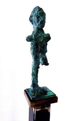 Höhe der Figuren 16 - 20 cm, Stele 140 cm