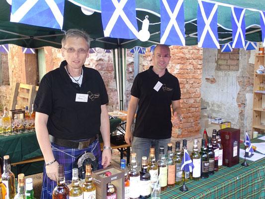 Thomas Weisbach und Andreas Stolle, die unermüdlichen Kämpfer am Whiskystand