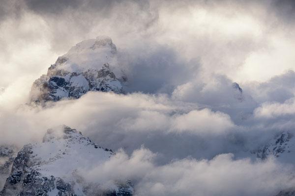 der von Wolken umringte Grand Teton