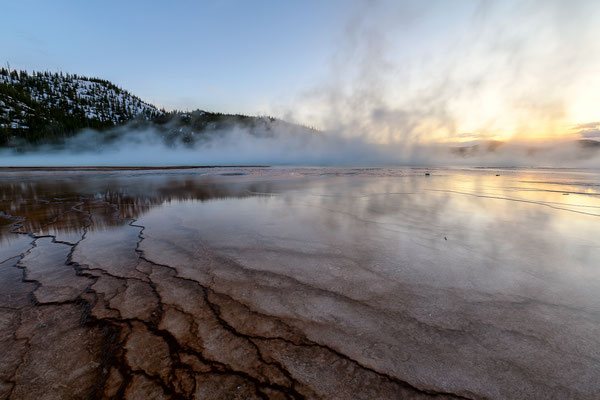 Grand Prismatic Spring bei Sonnenuntergang - Yellowstone National Park, Wyoming