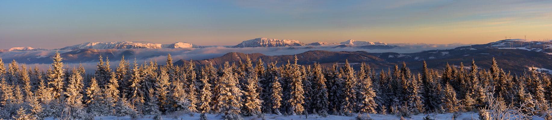 Winterpanorama mit Blick vom Teufelstein