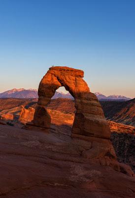Der weltberühmte Delicate Arche bei Sonnenuntergang - Arches NP, Utah