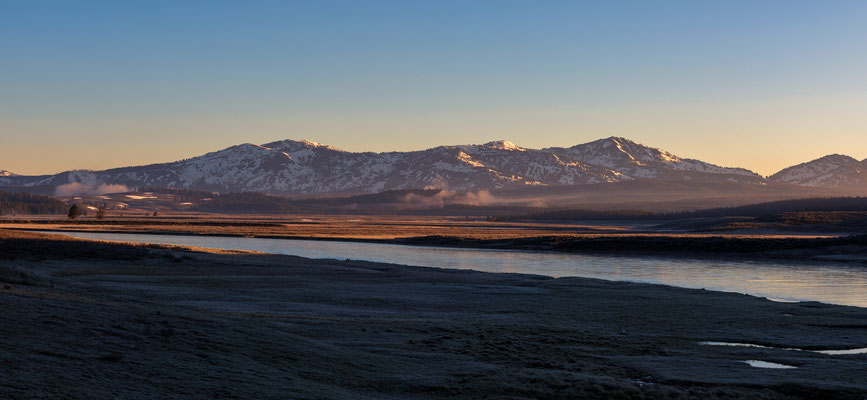 Frostiger Sonnenaufgang im Hayden Valley - Yellowstone NP, Wyoming