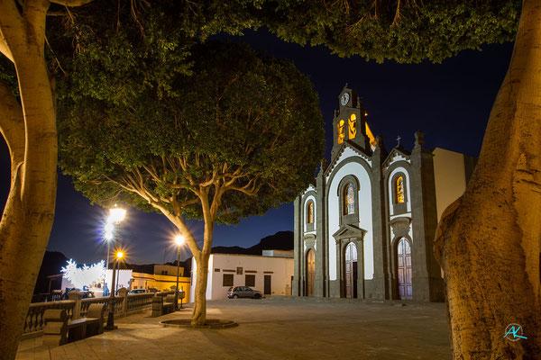 Kirche und Platz mit geformten Ficus Bäumen, Santa Lucia de Tirajana