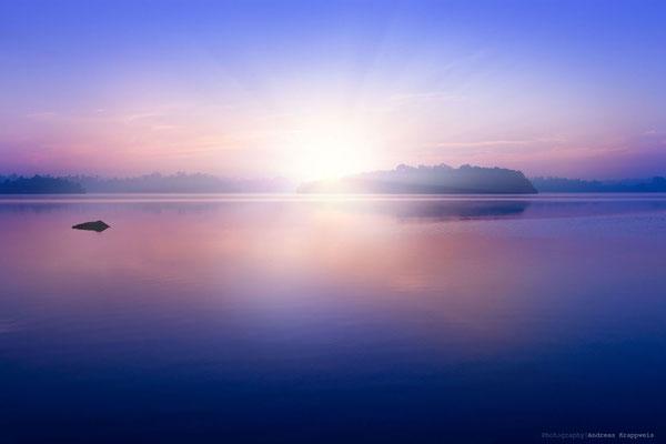 'Sonnenaufgang an der Kumarakanda Lagoon'