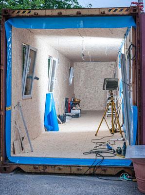 """Boden, Wände und Decke vom Container """"D"""" sind verkleidet"""