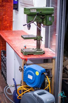 Die gute alte Standbohrmaschine hat wieder einen Platz in der Werkstatt