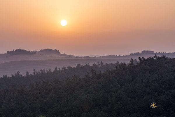 'Sonnenaufgang über La Campana' Crete Senesi