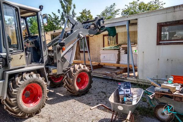 """Container """"W"""" - die Werkstatt - bekommt ein Rolltor"""