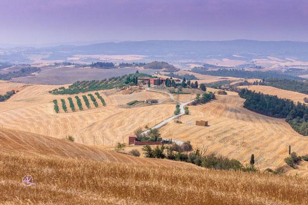 'Abgeerntete Felder bei Asciano' Crete Senesi
