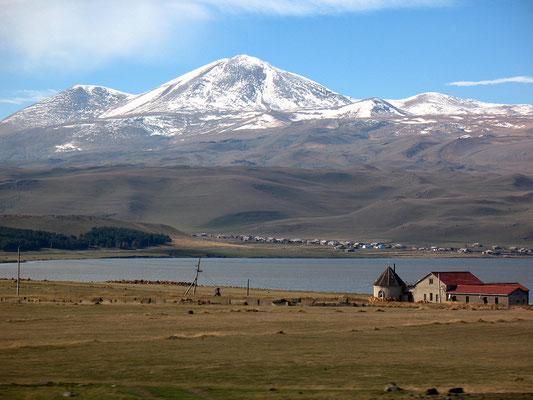 Der Parawani See mit dem kleinen Kaukasus, Georgien; 22.10.2014