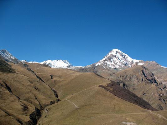 Der Kasbek im Hohen Kaukasus,