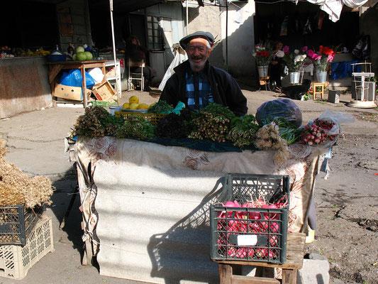 Markt in einem kleinen Straßendorf, Georgien; 19.10.2014