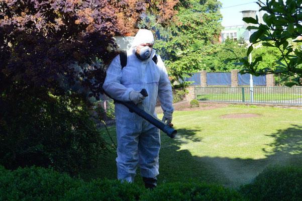 Pflanzenschutz mit Schutzkleidung