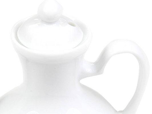 Detailaufnahme: Kännchen für Soja, Sake, Soßen etc. aus Tatung, Li, Cameo oder Datung Porzellan mit blauem Lotus Motiv (Motivnr. 518 / 255). In verschiedenen Größen und Motiven erhältlich.
