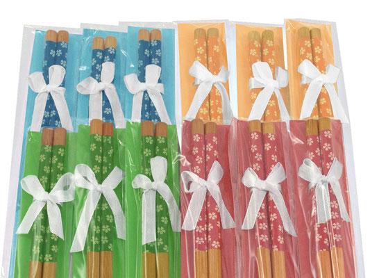 Verschenken Sie tolle Bambus-Stäbchen in den harmonischen Farben Blau, Gelb, Grün und Rot.
