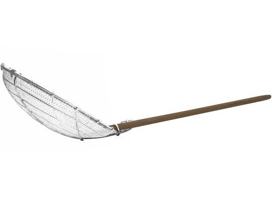 Seitenansicht Stahlsieb. Großer Löffel mit festem Bambusgriff.