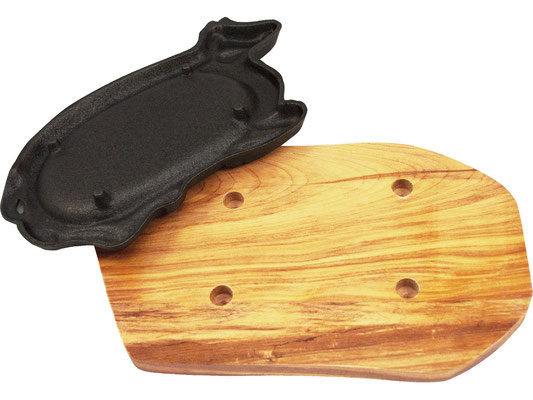 Die Servierplatte hat vier Stife auf der Rückseite, die genau in die Holzplatte passen. Dadurch wird ein Verrutschen der heißen Platte vorgebeugt.