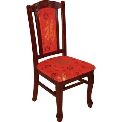 """Stuhl in Mahagonifarbe und mit roten Sitzbezügen an der Rückenlehne und der Sitzfläche. Roter Stoffbezug mit dem chinesischen Schriftzeichen """"Fú"""" (Glück)."""