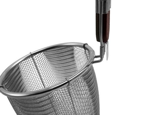 Wantan Sieb aus Japan mit Edelstahlgewebe höchster Qualität. mit Einhängehaken am Korb zum sicheren Einhängen an Töpfen.