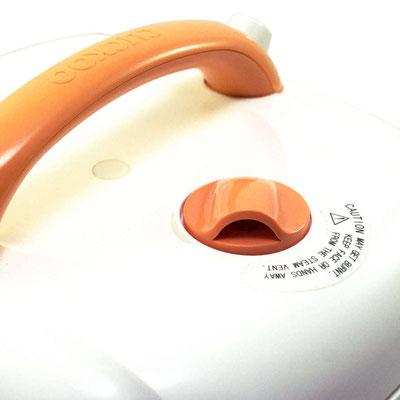 Drehbare Düse, um den Dampf kontrolliert austreten lassen zu können. Aus hitzebeständigem Kunststoff gefertigt.