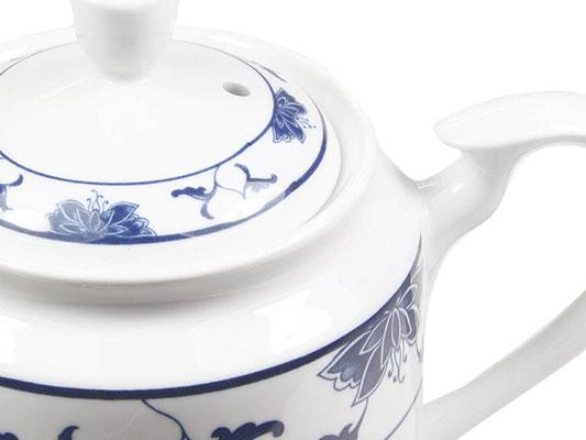 Detailaufnahme: Tekanne mit hohem Deckel aus Tatung, Li, Cameo oder Datung Porzellan mit blauem Lotus Motiv (Motivnr. 518 / 255). In verschiedenen Größen und Motiven erhältlich.