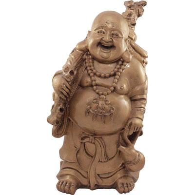 Wandender lachender Buddha mit Wanderstock, Glücks-Amulett, Kalebasse und Goldsack. Aus goldfabenden Kunststoff.