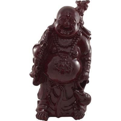Wandender lachender Buddha mit Wanderstock, Glücks-Amulett, Kalebasse und Goldsack. Aus mahagoniefarbenden Kunststoff.