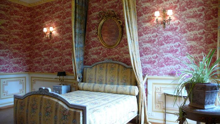 Château de Picomtal, Hautes Alpes, intérieur, Suite Louis XVI, lit
