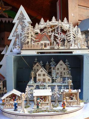 Jouets en bois, village, Marché de Noël de Gap, Hautes Alpes