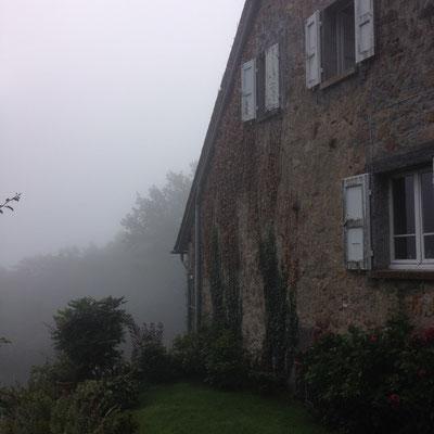 Cantal, Salesse, jardin, brume matinale
