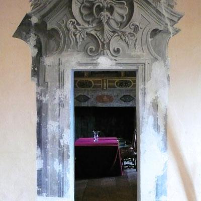 Château Montmaur, porte, trompe l'oeil, Hautes Alpes