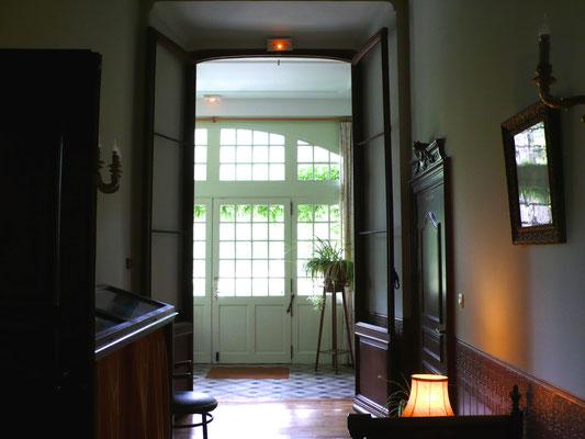 Château de Picomtal, Hautes Alpes, intérieur, couloir, décoration, véranda Louisiane