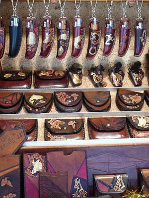 Atelier de cuir, porte-monnaie, étuis couteaux, Marché de Noël de Gap, Hautes Alpes