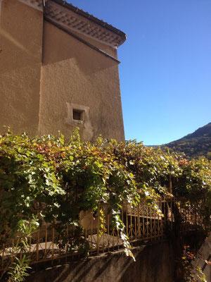 Orpierre, vieil Orpierre, village médiéval, terrasse
