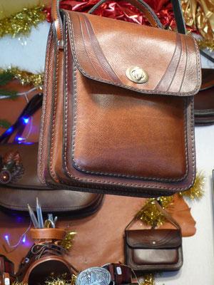 Atelier de cuir, sacoches, Marché de Noël de Gap, Hautes Alpes