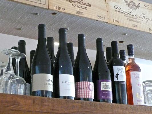 Chez Chiffon, bistrot, brocante, bar à vin, intérieur, bouteilles de vin, Tallard