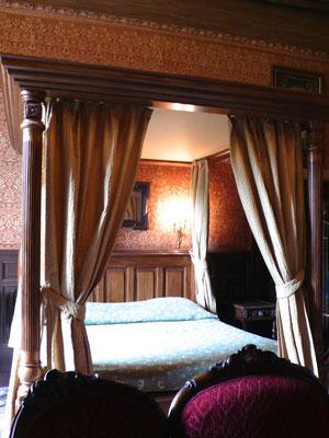 Château de Picomtal, Hautes Alpes, intérieur, chambre Illustre Inconnu, lit à baldaquin, décoration