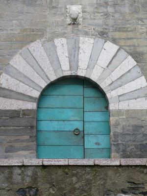 Embrun, Hautes Alpes, Maison des Chanonges, Détail, Porte