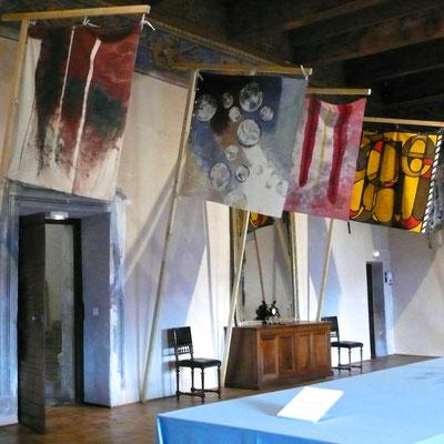 Château Montmaur, salle de bal, expositions, étendards, Hautes Alpes