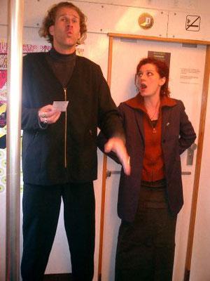 QUANTENLYRIK-PERFORMANCE als S-Bahn-Event: PARA-DIES-UND-DAS-AUCH-NOCH-LAUT-UND-DOPPELT, 13.10.2003 (Tom de Toys & Elisa Gallo Rosso zwischen Bhf-Zoo & Alex)