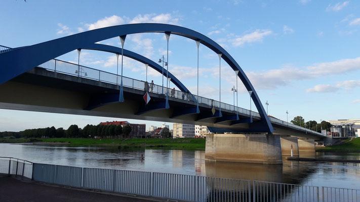 Grenzbrücke über die Oder von Frankfurt (O) nach Slubice (Polen)